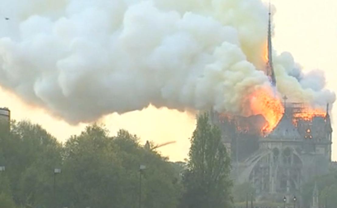 ノートルダム大聖堂で火災....。