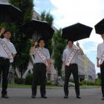日傘男子☂