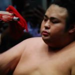 令和初の大相撲秋場所12日目が終わり、優勝候補2人から1人へ!