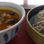 山田うどん食堂にて「夏野菜の麻辣つけ汁蕎麦」をいただく☆彡